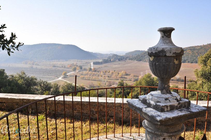 Opuszczona włoska wioska w Toskanii wystawiona na sprzedaż /123RF/PICSEL