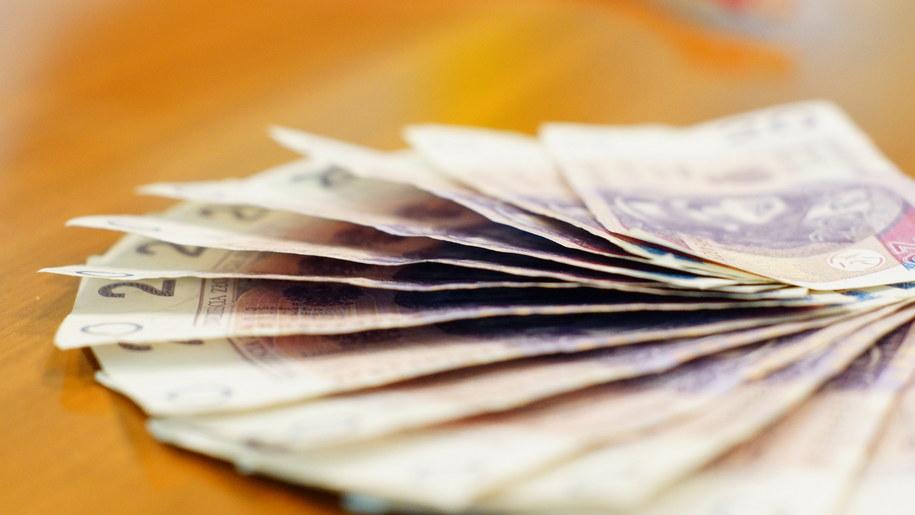 OPZZ proponuje, aby minimalne wynagrodzenie za pracę w 2019 r. wynosiło nie mniej niż 2383 zł brutto /arch. RMF