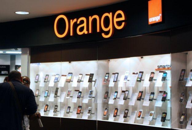 Orange udostępni płatności zbliżeniowe w komórkach /AFP