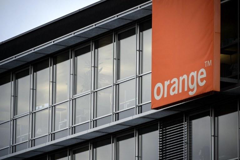 Orange w ramach rekompensaty za awarię zapewni weekend z darmowym internetem mobilnym /AFP