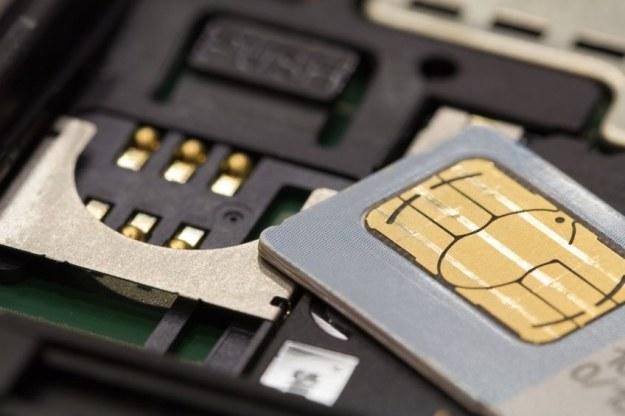 Orange wprowadza technologię e-SIM do Polski /123RF/PICSEL