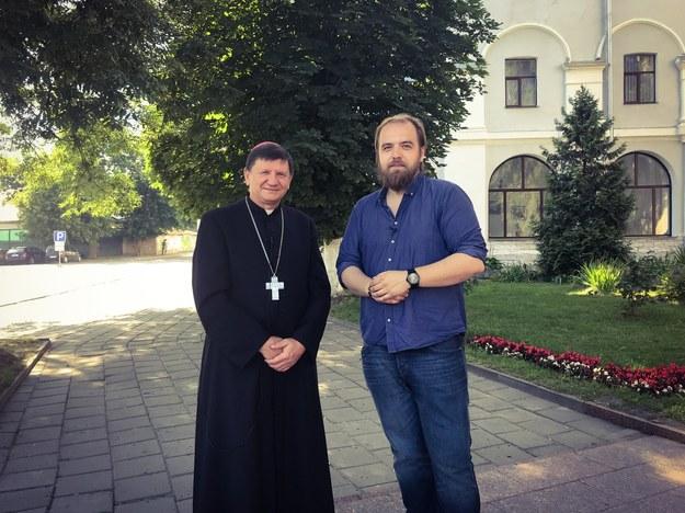 Ordynariusz diecezji w Łucki bp Witalij Skomarowski i dziennikarz RMF FM Krzysztof Berenda /Michał Dukaczewski /RMF FM