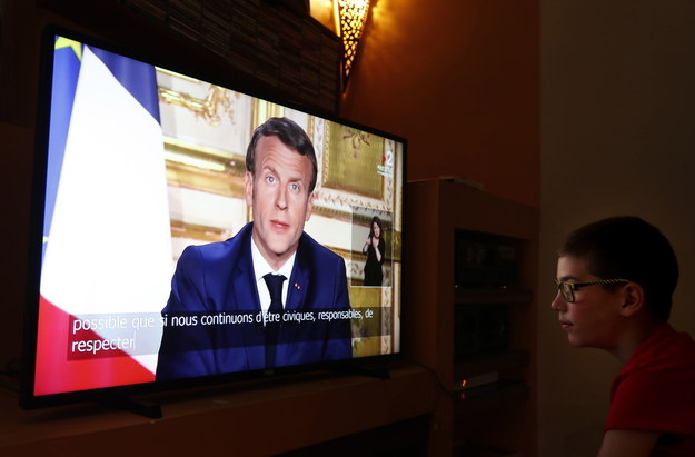Orędzie prezydenta Macrona w telewizji /GUILLAUME HORCAJUELO  /PAP/EPA