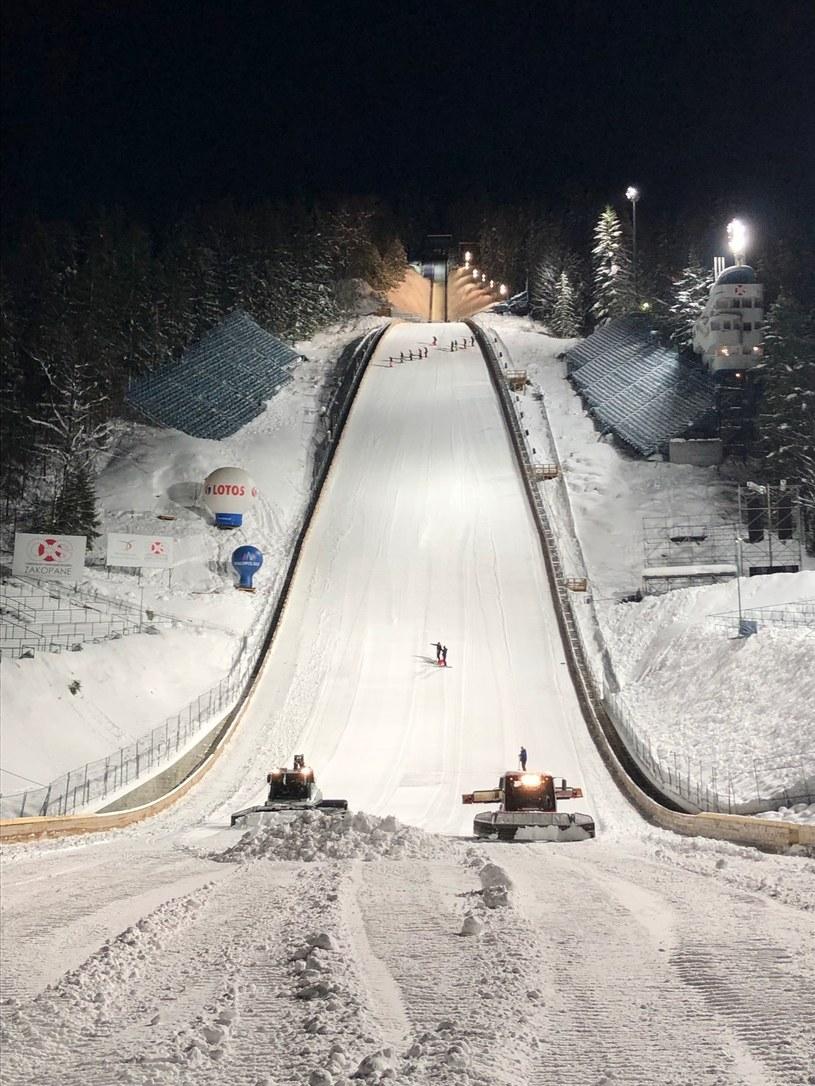 Organizatorzy zmagają się z nadmiarem śniegu na Wielkiej Krokwi. Fot. Sławomir Rykowski/Biuro Pucharu Świata w Zakopanem /INTERIA.PL