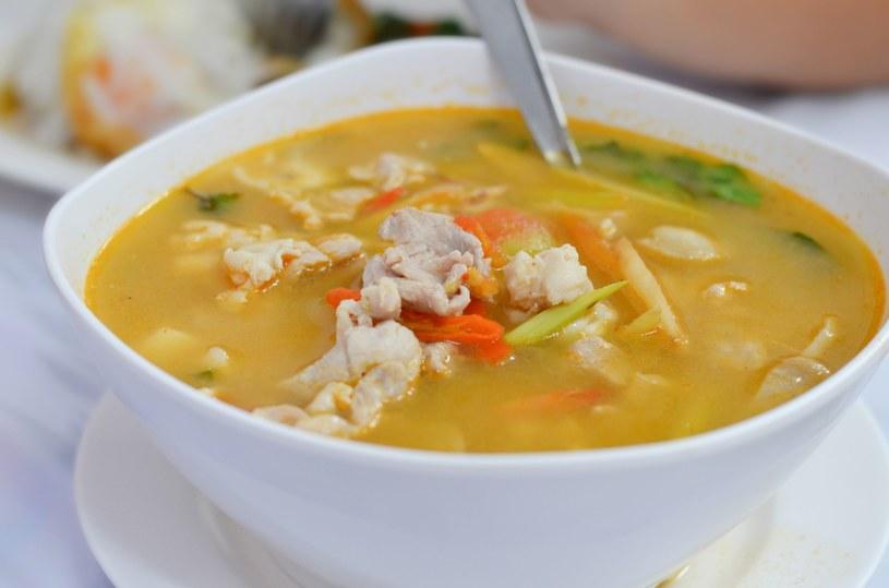 Orientalna zupa, którą przygotujesz w mgnieniu oka /123RF/PICSEL