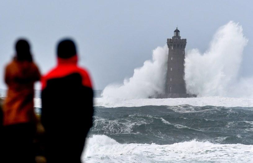 Orkan Bella we Francji /AFP