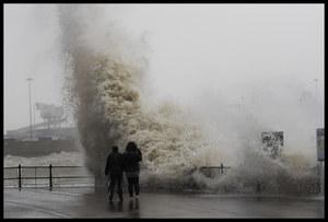 Orkan Sabine pustoszy Europę