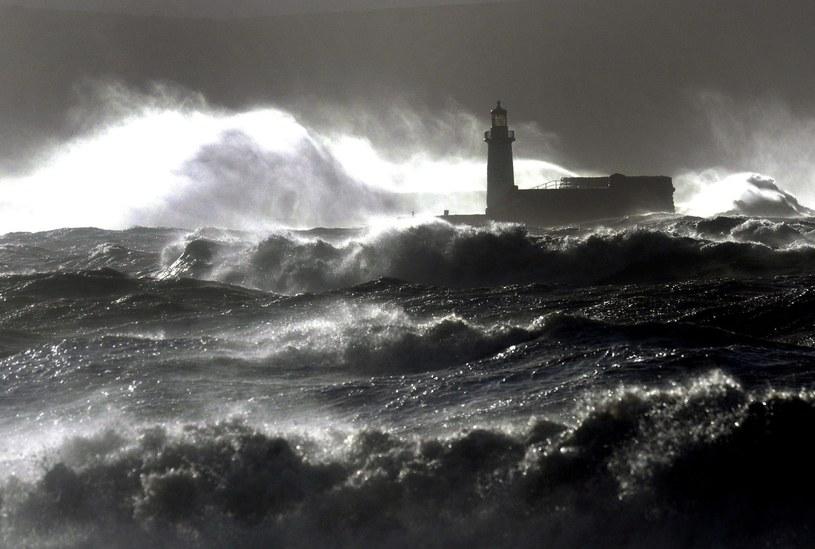 Orkan szaleje na Wyspach Brytyjskich /PAP/EPA