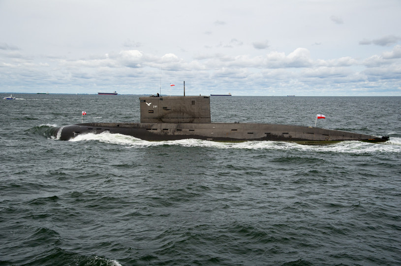 """ORP """"Orzeł"""" wszedł do służby w 1986 roku. Obecnie już samo jego pojawienie się w morzu wzbudza zachwyt pasjonatów floty /Wojciech Strozyk/REPORTER /East News"""