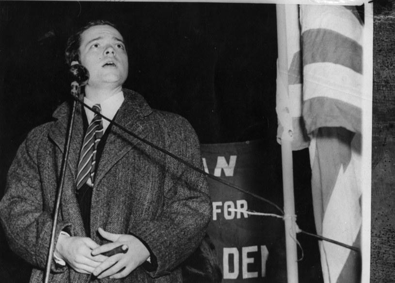 Orson Welles - odpowiedzialny za całe zamieszanie genialny scenarzysta, radiowiec i reżyser /Getty Images/Flash Press Media