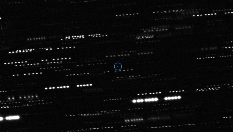 Oryginalny obraz planetoidy 'Oumuamua /ESO/K. Meech et al. /Materiały prasowe