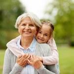 Oryginalny prezent dla babci – co wybrać, by sprawić babci radość?