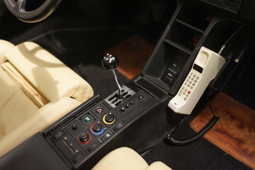 Oryginalny telefon komórkowy z lat 80. /East News