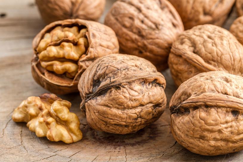 Orzechy są jednym z nielicznych roślinnych źródeł kwasów omega-3 /123RF/PICSEL
