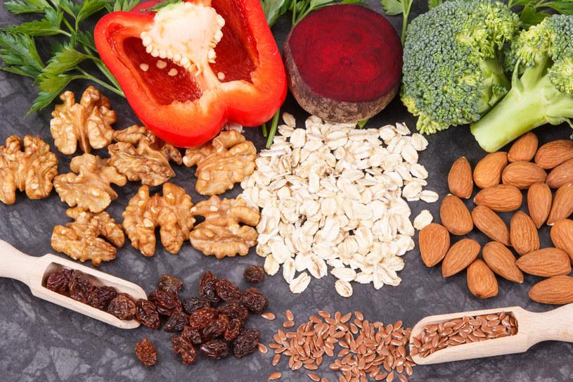 Orzechy włoskie, soja i siemię lniane są sposobami na zapewnienie odpowiedniej konsumpcji omega 3 /123RF/PICSEL
