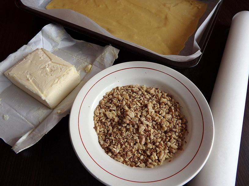 Orzechy włoskie warto dodawać nie tylko do deserów /123RF/PICSEL