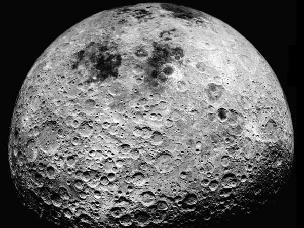 Oś obrotu Księżyca zmieniła się o 6 stopni /NASA