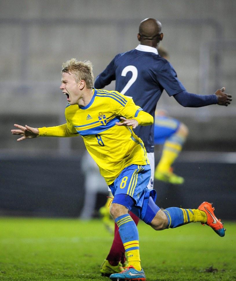 Oscar Lewicki szaleje po golu dla Szwecji /PAP/EPA