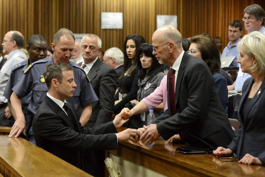 Oscar Pistorius na sali sądowej /HERMAN VERWEY /PAP/EPA