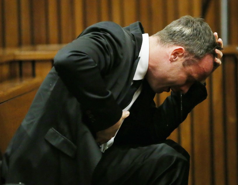 Oscar Pistorius załamał się, kiedy przesłuchiwał go prokurator /AFP