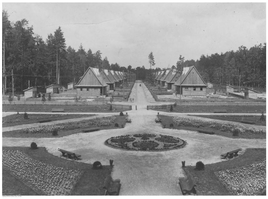 Osiedle robotnicze w Janowej Dolinie w województwie wołyńskim, 1939 rok /Ze zbiorów Narodowego Archiwum Cyfrowego