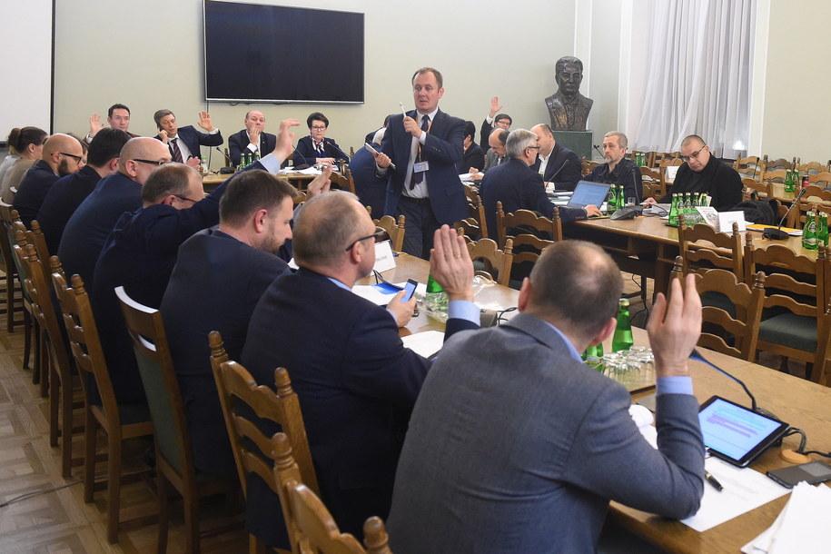 osiedzenia sejmowej Komisji Nadzwyczajnej do spraw rozpatrzenia projektów ustaw z zakresu prawa wyborczego /Radek Pietruszka /PAP