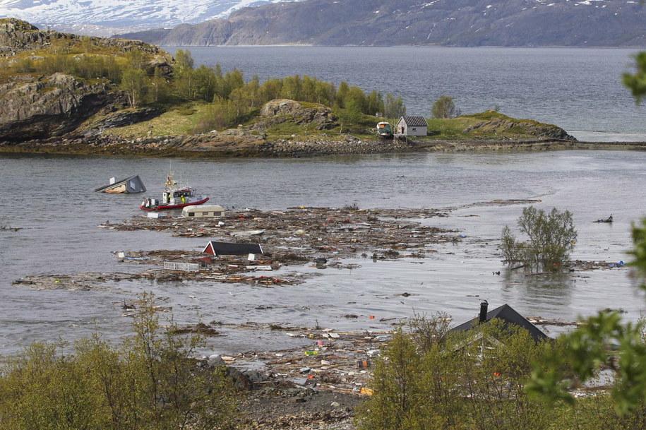 Osiem budynków osunęło się do morza /Hanne Larsen / Altaposten  /PAP/EPA