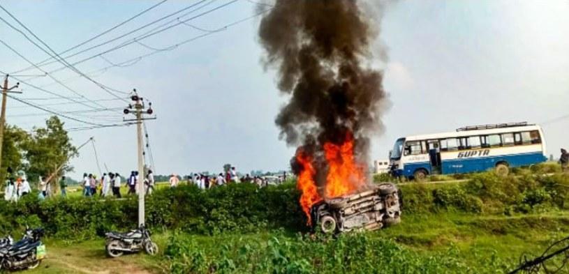 Osiem osób zginęło w sumie podczas zamieszek, do których doszło w stanie Uttar Pradeś w Indiach /@CPIM_WESTBENGAL /Twitter