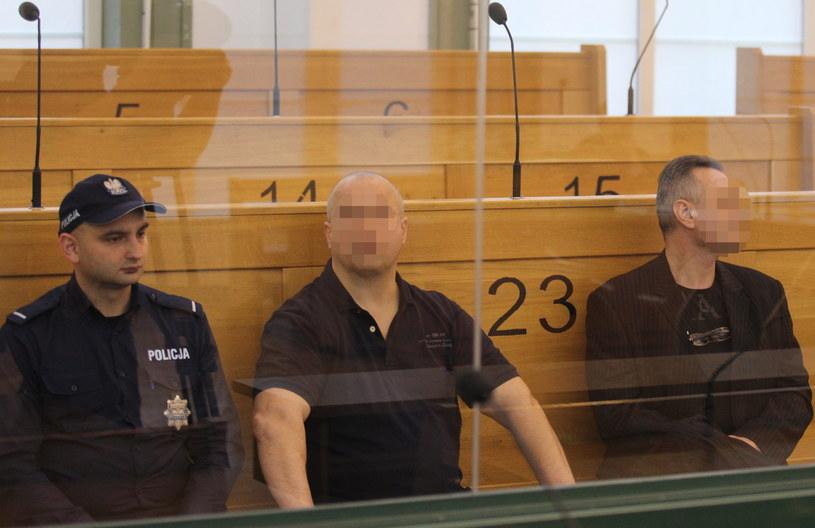 Oskarżeni Janusz T. ps. Krakowiak (C) i Robert L. (P) na sali rozpraw /Andrzej Grygiel /PAP