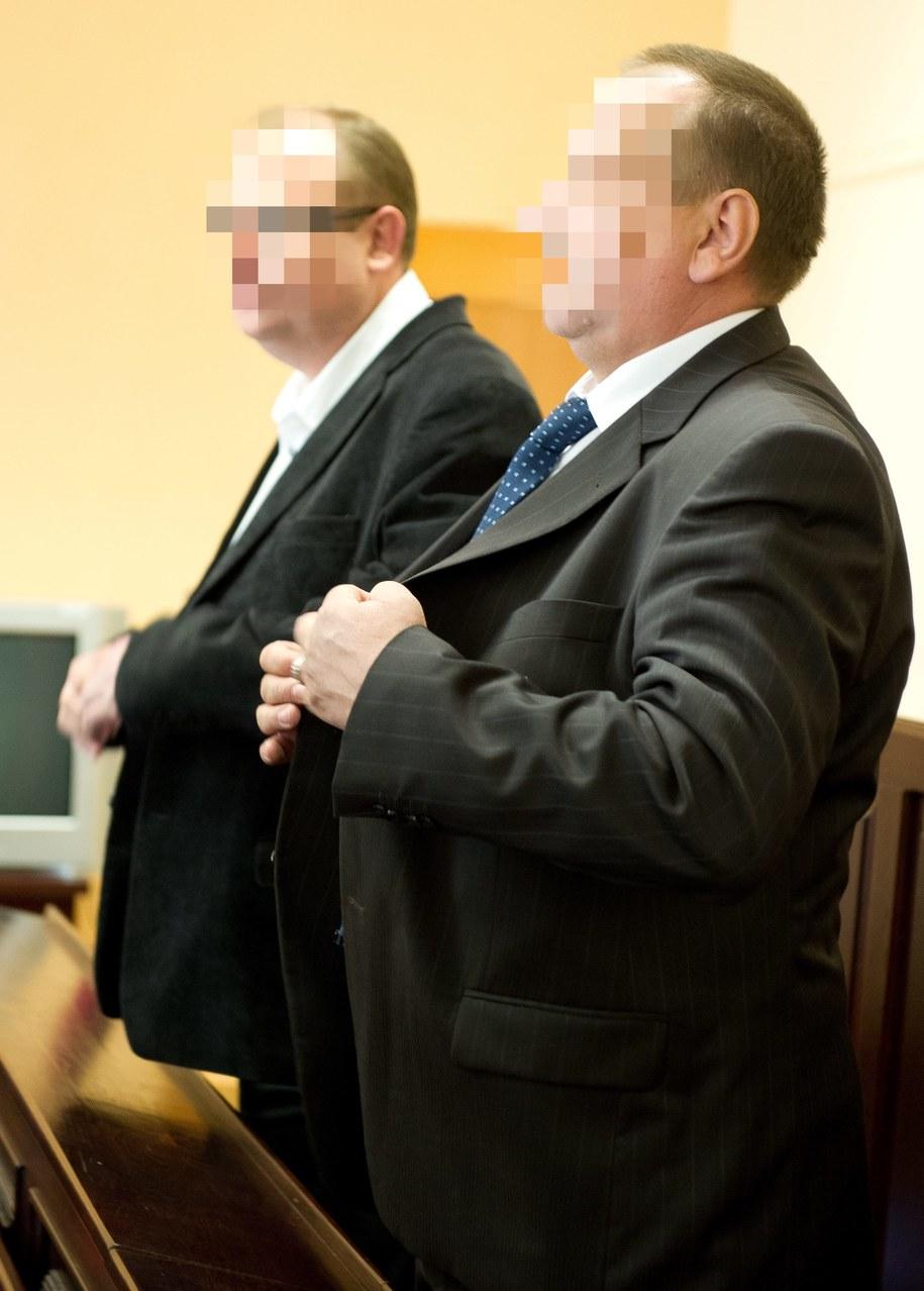 Oskarżeni policjanci Remigiusz M. (z prawej) i Maciej L. (z lewej) /Grzegorz Michałowski /PAP/EPA