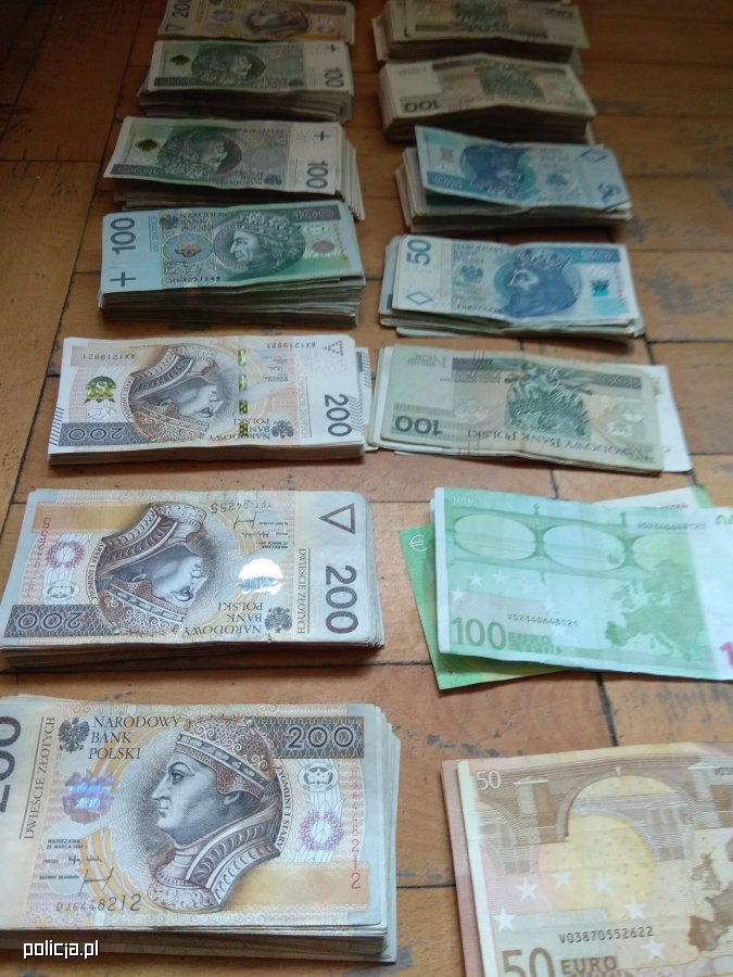 Oskarżeni przejęli nieruchomości o wartości ponad 8 mln zł /Policja