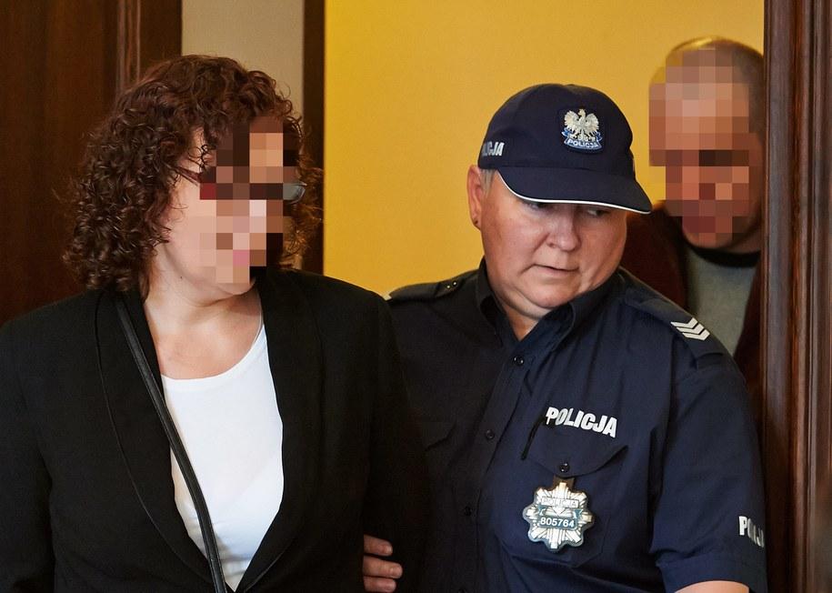 Oskarżeni, rodzice zastępczy Anna C.  i Wiesław C. /Adam Warżawa /PAP/EPA