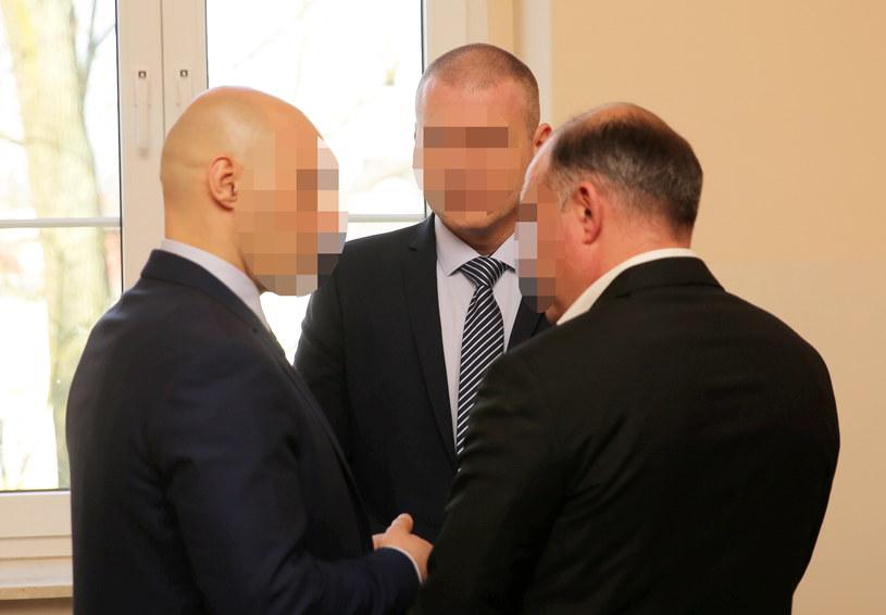 Oskarżeni żołnierze przed rozpoczęciem procesu /Tomasz Waszczuk /PAP