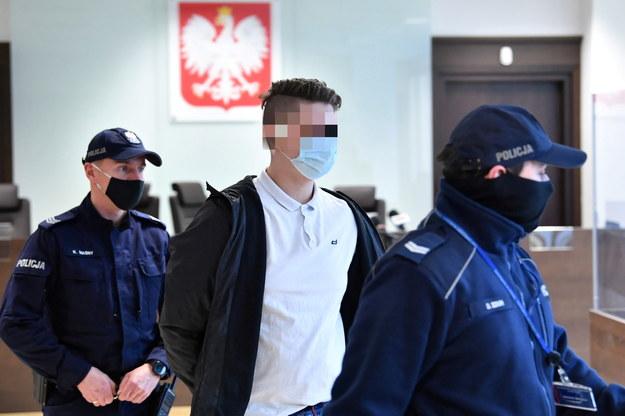Oskarżony Emil B. (C) na sali Sądu Okręgowego Warszawa-Praga / Radek Pietruszka   /PAP