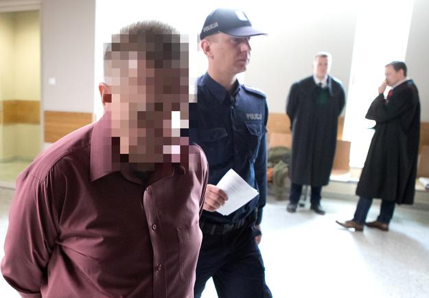 Oskarżony Paweł W. w drodze na rozprawę /Łukasz Gagulski /PAP