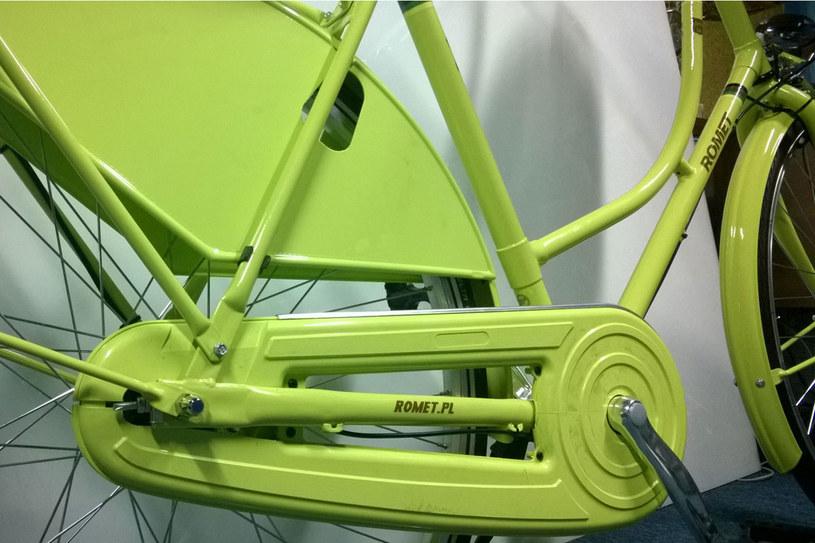 Osłony na koło są plastikowe, co zmniejsza nieco wagę roweru /Styl.pl
