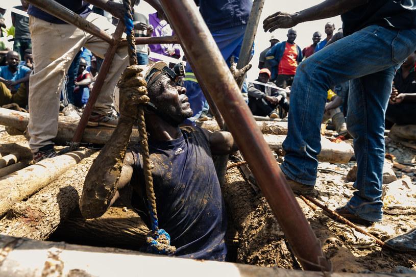 Ośmiu górników uratowanych z zalanej kopalni złota w Zimbabwe /Jekesai NJIKIZANA /AFP