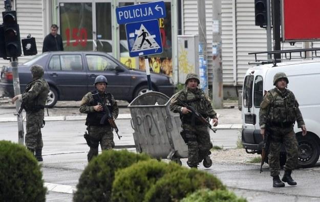 Ośmiu macedońskich policjantów zginęło w strzelaninie z oddziałem terrorystów, którzy przybyli z sąsiedniego Kosowa /GEORGI LICOVSKI /PAP/EPA