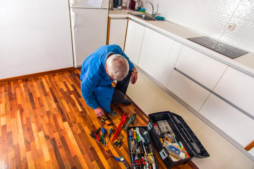 Osoba, która podejmuje się drobnych napraw czy remontów (co wiąże się z koniecznością założenia działalności gospodarczej), może zarobić od 20 do 35 zł netto za godzinę pracy /123RF/PICSEL
