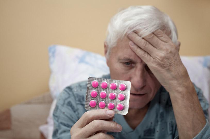 Osoby chore przewlekle muszą zachować szczególną ostrożność w kwestii dodatkowej suplementacji /123RF/PICSEL