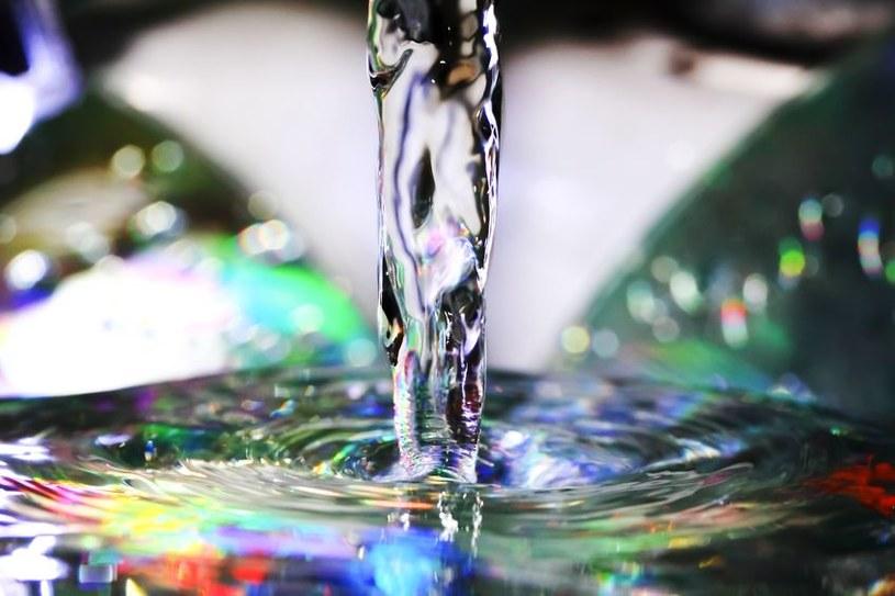 Osoby cierpiące na akinetopsję zamiast strumienia płynu widzą ją w postaci zamrożonej /123RF/PICSEL