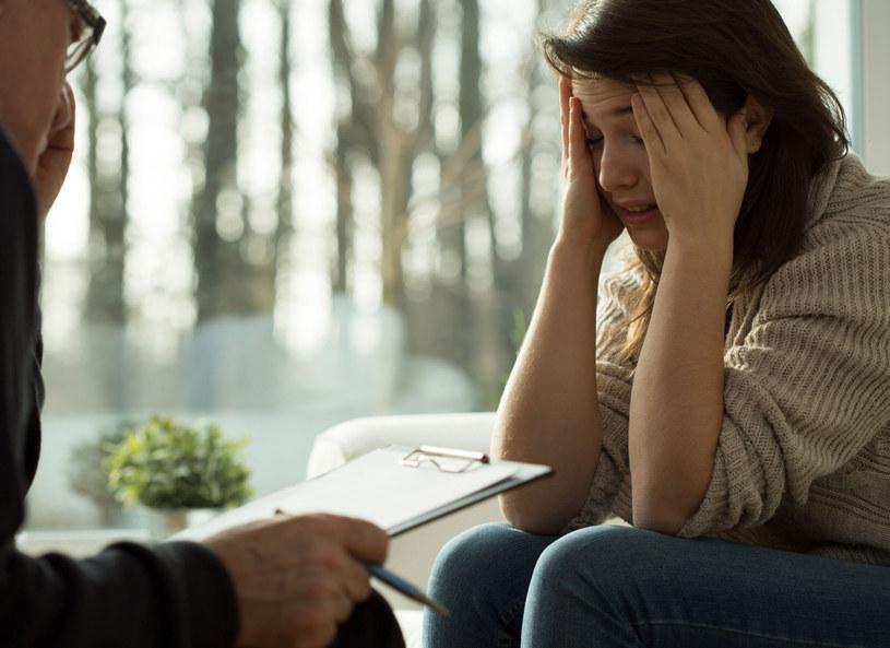 Osoby dotknięte depresją czy stanami lekowymi zwykle szukają pomocy dopiero wtedy, gdy ich stan trwa już tak długo, że trudno z nim żyć /Picsel /123RF/PICSEL