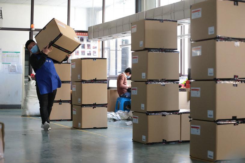 Osoby, które otrzymują paczki z Chin, nie są narażone na zakażenie koronawirusem /Guo Bin/Xinhua /East News