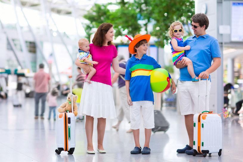 Osoby, które podróżują z małymi dziećmi, ludzie starsi, czy po prostu ludzie wyjątkowo przezorni, z pewnością będą przychylniej nastawieni do wykupywania wycieczek typu first minute. /123RF/PICSEL