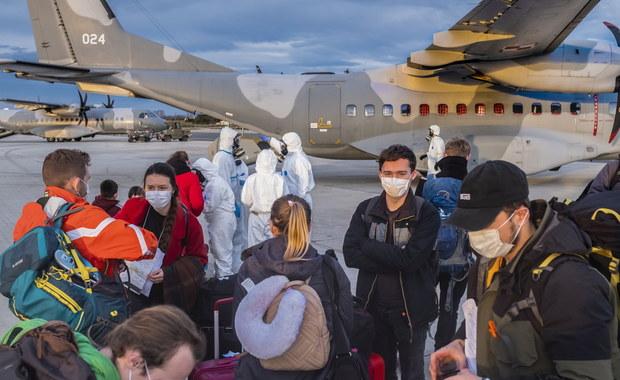 Osoby, które przyleciały z Chin do Polski, nie mają koronawirusa