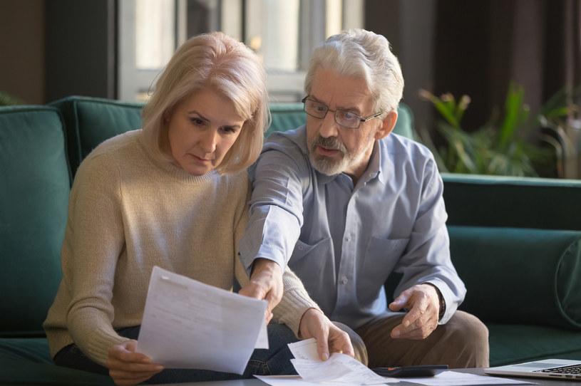 Osoby, które wiele lat temu wyemigrowały za granicę, zastanawiają się, czy będą miały prawo do polskiej emerytury /123RF/PICSEL