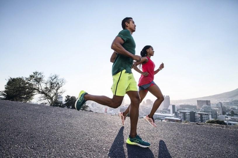 """Osoby, które wkręciły się w bieganie, czują wręcz """"głód"""" endorfin i nie wyobrażają sobie dnia bez biegania /materiały promocyjne"""