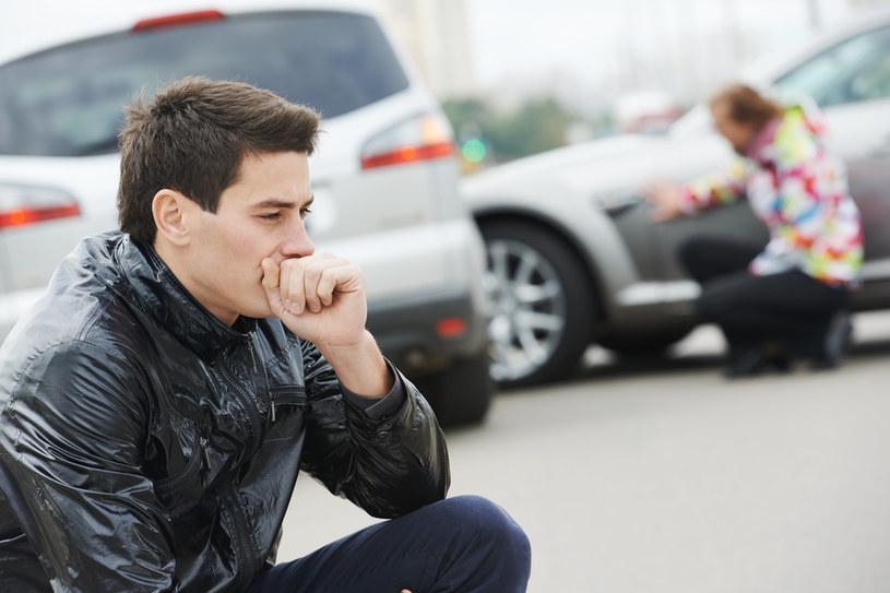 Osoby likwidujące szkody z ubezpieczeń komunikacyjnych oraz warsztaty przedłużały czas naprawy samochodó /123RF/PICSEL