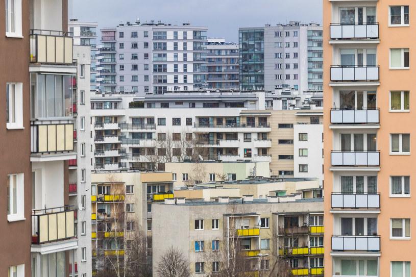 Osoby mające mieszkania spółdzielcze w budynkach z nieuregulowanym stanem prawnym gruntów zostaną członkami spółdzielni z mocy prawa /Arkadiusz Ziółek /East News
