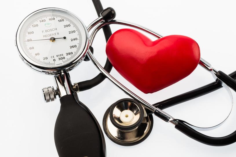 Osoby mające problem z zasypianiem są o 50% bardziej narażone na choroby serca niż ci, którzy zapadają w sen od razu /123RF/PICSEL